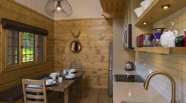 The Bonhomme Cabin - Kitchen dining