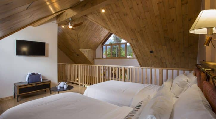 The Bonhomme Cabin - Master bedroom